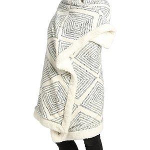 Geo Print Fleece Throw Blanket